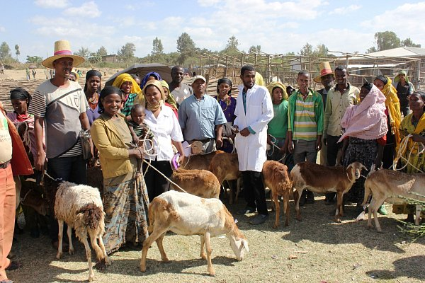Díky projektu Skutečný dárek můžete pomoci lidem vchudých oblastech a zároveň obdarovat své blízké.