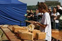 Ukázky pečení chleba patří ve Slupi mezi velmi oblíbené.
