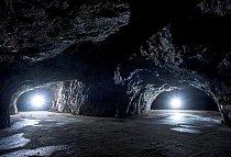 První významné zásahy do přírodního charakteru podzemního bludiště Výpustku  proběhly ve 20. letech 20. století, kdy zde byly těženy fosfátové hlíny.