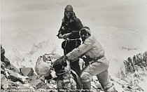 Edmund Hillary na Mount Everestu.