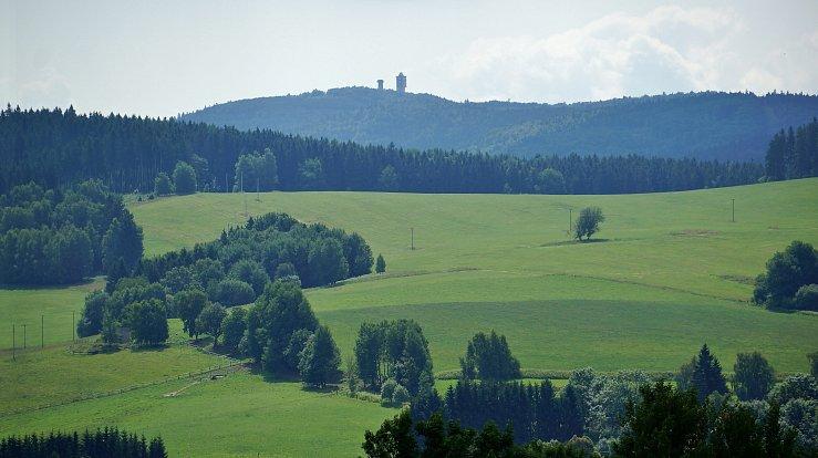 Český les, konkrétně území mezi Tachovem a německými hranicemi, si milovníci divočiny užijí.