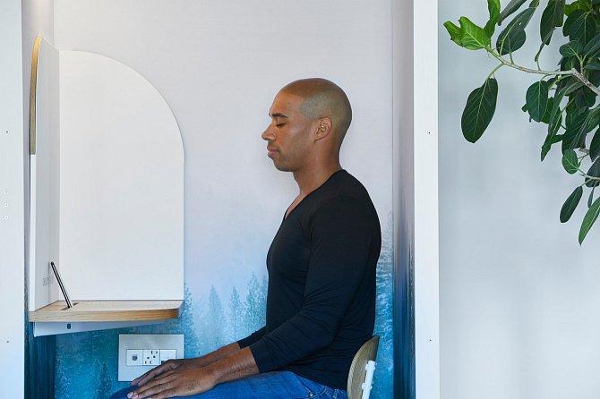 Osvobodit mysl pomáhá náhlé zamezení hluku a rozptýlení.