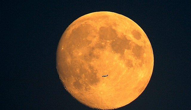 Země bez Měsíce? Byla by mrtvá a větrná. Měsíc má větší vliv na život, než tušíme