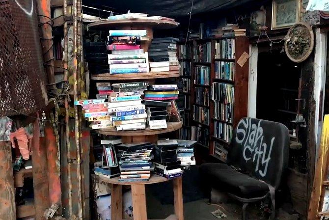 Knihovna ve Slab City