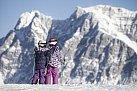 Děti se v Alpách vydovádí.