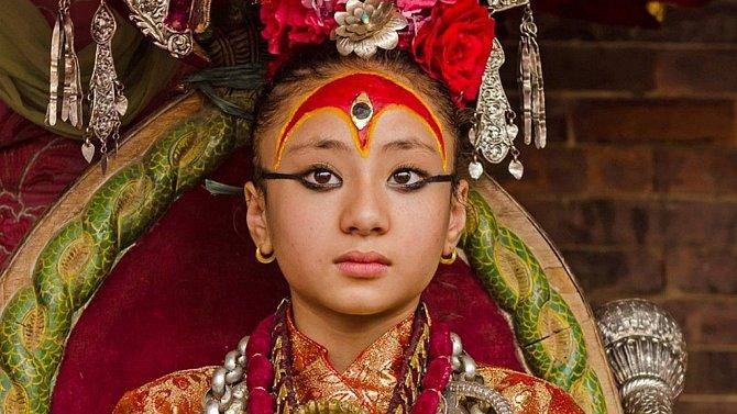 Předpokládá se, že pohled Kumari přinese štěstí.