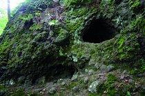 Přírodní rezervace se nachází ve vojenském prostoru, ale vede tudy turistická stezka. Válcové dutiny ve skále mají průměr až 1 metr.