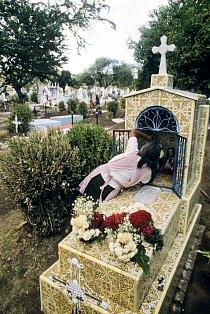 Každý hrob je ošetřen, není snad rodiny, která by se ulila....