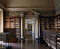 Accademia Nazionale dei Lincei e Corsiniana, Řím, Itálie: Knihovna má dvojitý název kvůli původu svých sbírek. Když se zřídilo nové sídlo pro Accademia Nazionale dei Lincei, původní Corsiniana přenechala fondy akademii. Knihovna je otevřená pro veřejnost.