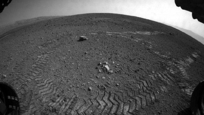 První jízda Curiosity po Marsu: tři metry a dost