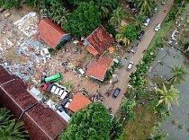 Letecký pohled na zničené budovy v oblasti Carita v Indonésii z 23. prosince 2018 poté, co oblast zasáhlo tsunami.