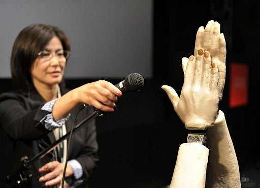 Robotické tleskající ruce - vynález, který budí rozpaky
