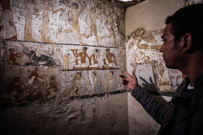 Hrobka, která byla odhalena 3. února 2018, obsahuje několik zachovalých nápisů a maleb.