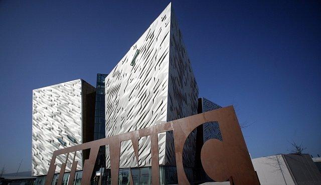 Muzeum Titaniku v Belfastu nabízí multimediální procházku historií. Ocitnete se uprostřed dění