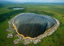 V této oblasti, kde stále roste počet obyvatel, je jen málo volných ploch. Jsou zde kráterová jezera, která vznikla po sopečných explozích. FOTO: Joel Sartorie