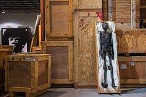 Tato detailní replika krále Tutanchamona v životní velikosti byla vytisknuta z průhledného polymeru za využití CT skenů skutečné mumie a později dotvořena a nabarvena tak, aby připomínala vysušené maso.