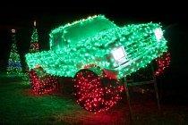 Vánočně osvětlený Ford Pickup na Santově ranči v New Braunfelsu připadá fotografu Rieserovi téměř jako rekvizita ze sci-fi filmu Tron.