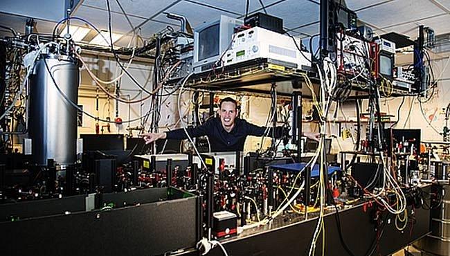 Kolébka kvantového internetu? Dva elektrony v diamantovém vězení