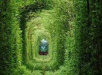 Vlak tudy projíždí třikrát denně.