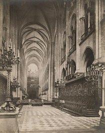 Dřevěná část interiéru katedrály byla nedávným požárem zničena