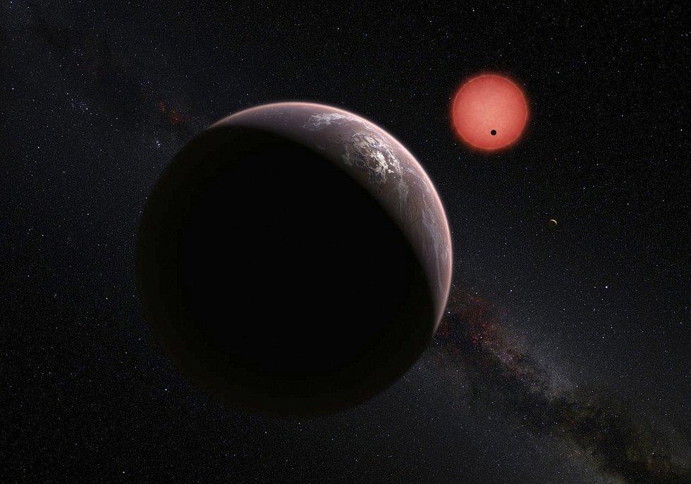 Imaginární pohled ze tří planet obíhajících kolem trpasličí hvězdy vzdálené pouhých čtyřicet světelných let od Země. Observatoř ESO v Chile.
