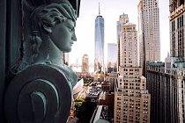 Netradiční okružní jízda začíná u Financial District, kde jsou kanceláře a sídla mnoha hlavních finančních institucí města.