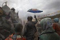 Místní obyvatelé tímto originálním způsobem oslavují konec masopustu.