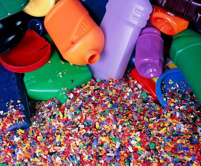 Podle studie je plasty nejvíce zamořený severní Atlantský oceán, kde se nachází až třetina všeho odpadu.