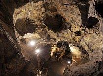 Nejstarší zpřístupněnou jeskyní je Chýnovská.