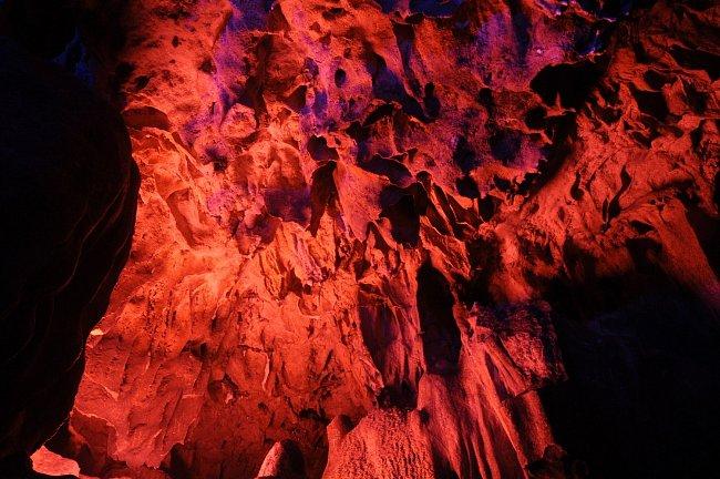 """červené světlo zase představuje snahu o zvýšení """"svátosti"""" místa."""