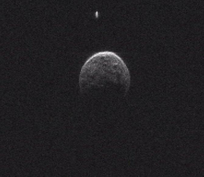 Asteroid 2004BL86 má svůj měsíc.