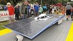 Solární auta v poušti ujela tisíc kilometrů na jeden litr benzínu