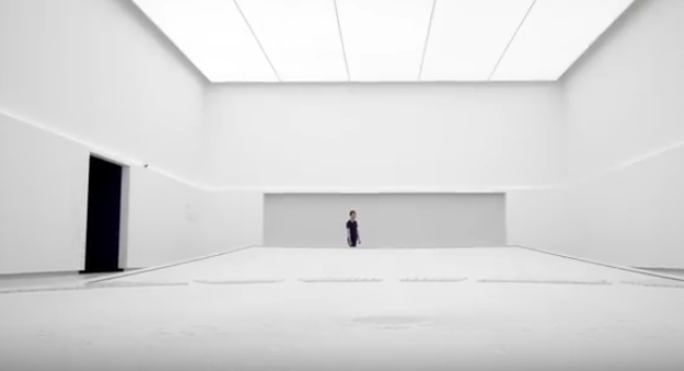 Interiér pavilonu Vantablack je čistě bílý.