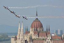Budapešť a akrobatická skupina Red Bull Flying Bulls
