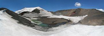 Cestou dolů, ještě než odejdeme z bočního kráteru sopky Nevado de Chillán, se ohlížíme a snažíme si vrýt do paměti fascinující panorama.
