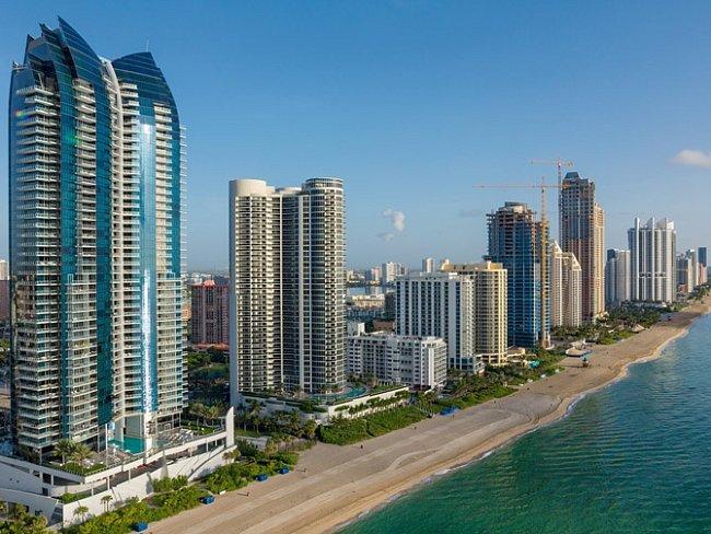 Sunny Isles Beach naFloridě má množství nových luxusních mrakodrapů. Městu Miami ajeho předměstím hrozí vroce 2050 větší finanční rizika spojená se záplavami, než kterékoli jiné městské oblasti nasvětě.