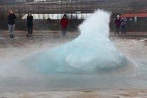 Gejzír Strokkur při explozi