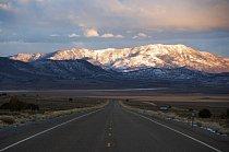 Než začala být Route 50 známá jako nejopuštěnější silnice v Americe, byla všechno možné, jen ne opuštěná.