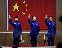 Posádka vesmírné lodi Šen-čou 9 (zleva: Liu Yang, Jing Haipeng a Liu Wang).