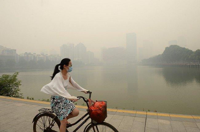 Jasné varování: Znečištění ovzduší zabíjí v Číně asi čtyři tisíce lidí denně.