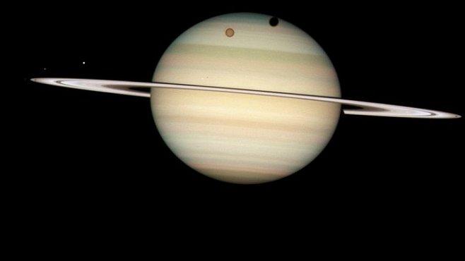 Zima přichází! Podívejte se, jak to vypadá na Saturnu