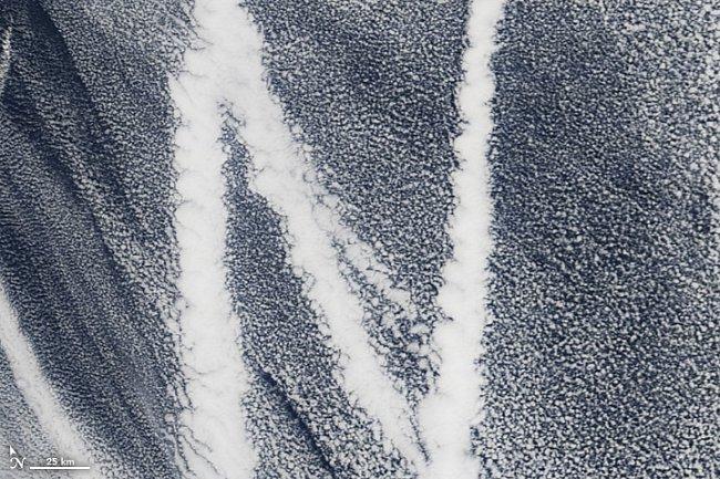 Písmeno N – Stopa, kterou po sobě zanechala loď v Pacifiku