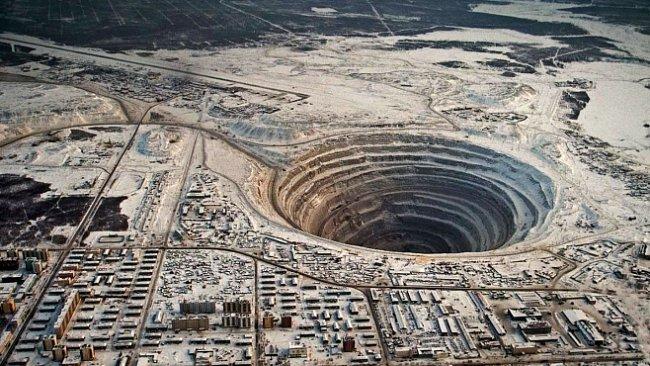 Nejděsivější díry v Zemi nevedou do pekla. Většinu má na svědomí člověk