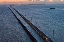 Zvýšení mořské hladiny o pouhý jeden či dva metry by zmenšilo Florida Keys na zlomek jejich současné rozlohy a zaplavilo by části Overseas Highway, která je spojuje spevninou.