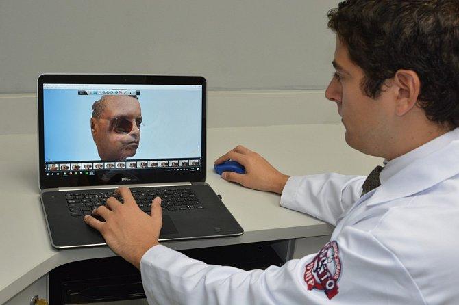 Dr. Rodrigez Salazar pracoval na modelu 20hodin..
