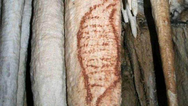 Malovali neandrtálci šroubovici DNA? Co je na nejstarší jeskynní malbě?