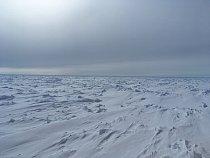 Ledoborec se v této části ledovými poli prokousává velmi obtížně.