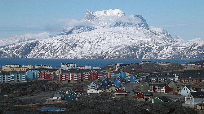 Jak se žije v hlavním městě Grónska? Vítejte v Nuuku, metropoli ostrova věčného ledu