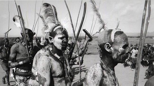 RECENZE: Etiopie českýma očima. Výjimečná kniha fotografa Romana Burdy