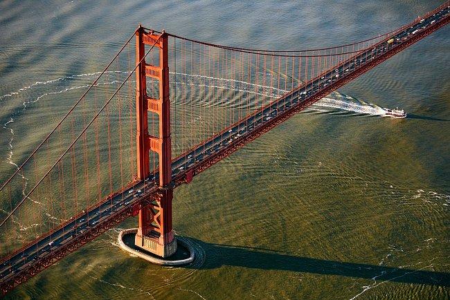 Mezi impozantními mosty rozhodně nemůže chybět slavný Golden Gate ze San Francisca.